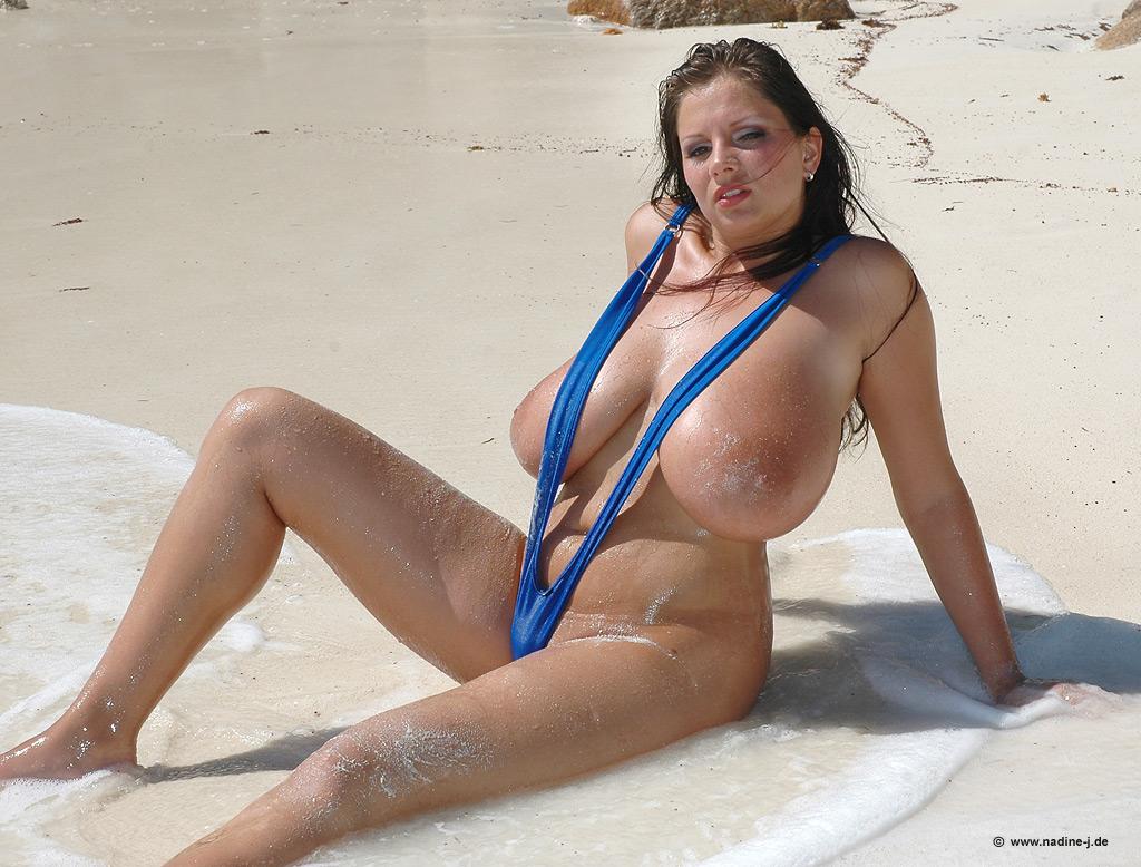 mini-bikini-s-pishechkami