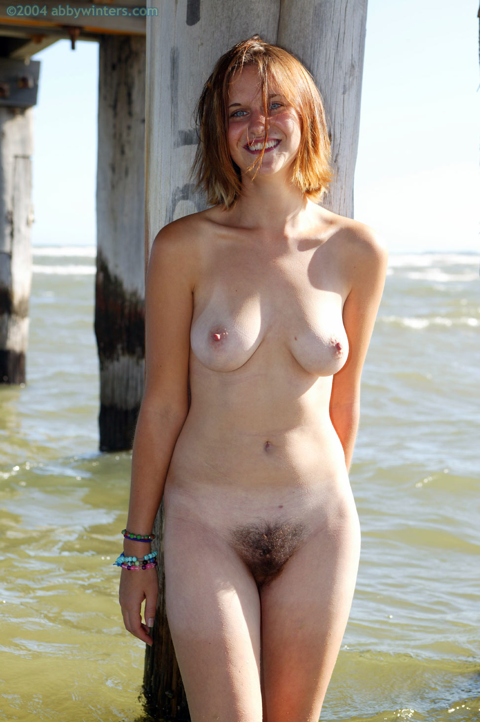 nebritie-nudistki