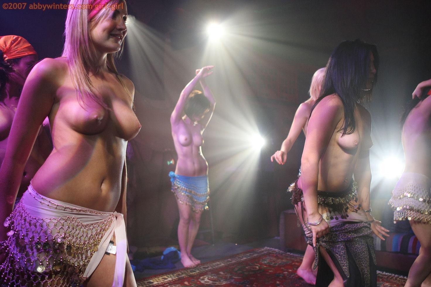 Эротичиский танец онлайн фото 271-477