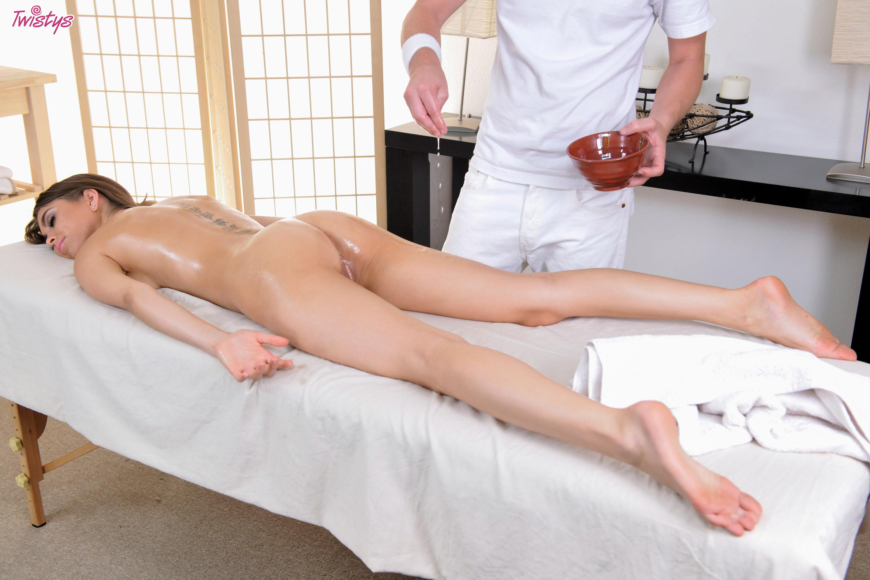 dva-massazhista-trahnuli