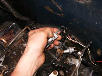 18618985_HPIM1537 electric choke disconnected? gm square body 1973 1987 gm 85 chevy truck choke wiring diagram at sewacar.co